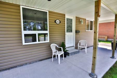 Urban Comfort (Niagara Falls is minutes away) - Saint Catharines - House