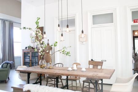 Light filled loft apartment - Daire