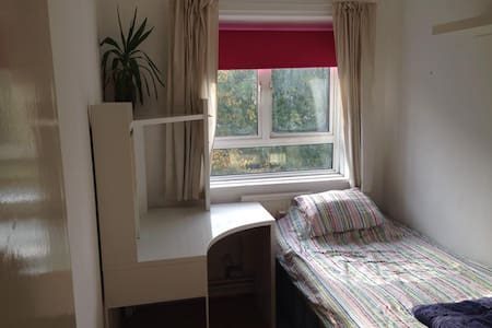 Airy and spacious room in Camden