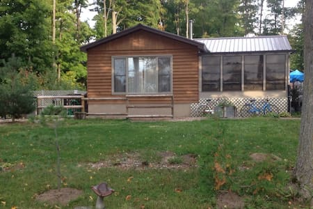 Hybrid Cottage for Rent in Sauble Beach, Ontario - Sauble Beach - Sommerhus/hytte