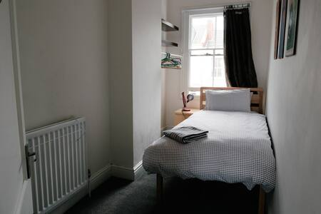 Single Bedroom in Leamington town centre apartment - Apartmen