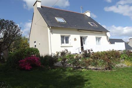 Maison à la campagne vue mer (rade de Brest) - Hanvec - Huis