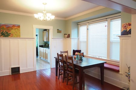 Room in Cozy Home near UPS and 6th Ave Attractions - Tacoma - Hús