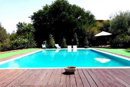 Villa with a big Pool - Haus