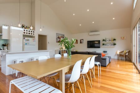 Renovated sunlit 3BR open plan home - Hus