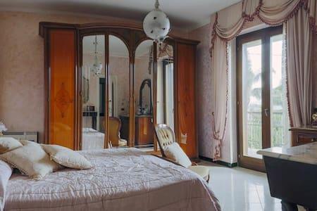 Camera matrimoniale bagno privato - Inap sarapan