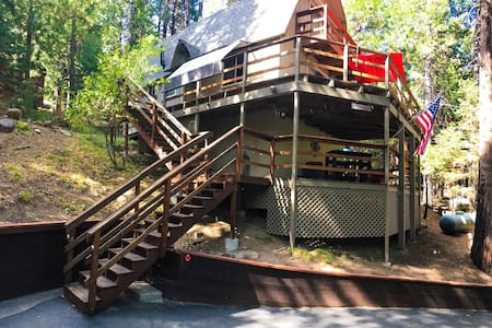 The Knotty Retreat by Pinecrest! - Cabin