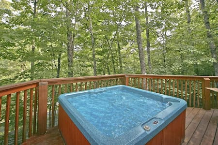 Location! Best Value, Classic Gatlinburg Log Cabin - Gatlinburg - Cabane