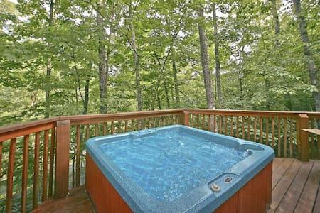 Location! Best Value, Classic Gatlinburg Log Cabin - Gatlinburg - Stuga