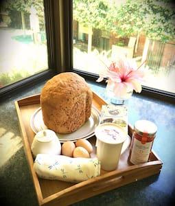 Niagara bedroom sleeps 2 - Lesmurdie - Bed & Breakfast
