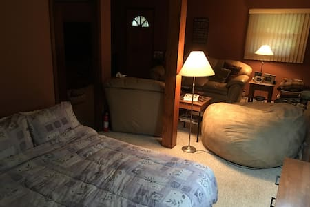 Family Room Cozy area with Air Bed - Peapack - Haus