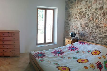 Room in quiet village. - Talo