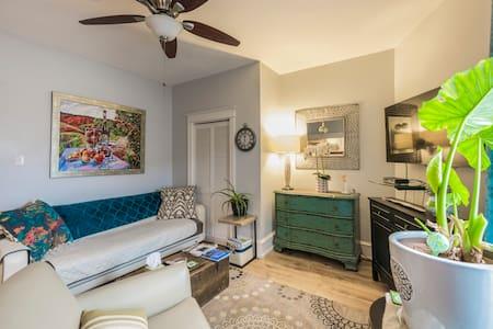 BEAUTIFUL Private apartment! - Holmes - Huoneisto