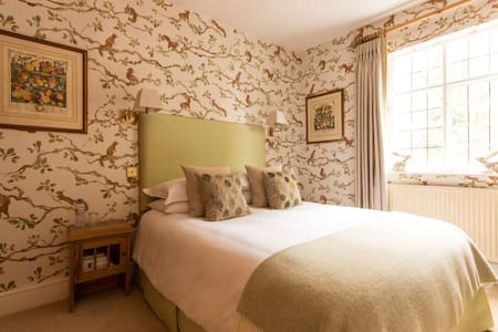 Squirrel Room: A gorgeous comfy nest to relax in - Frampton on Severn - Dom