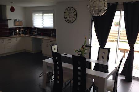 Maison 2012 avec trois chambres - Rosporden