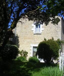 """Le Logis de la Venise Verte """"Bouton d'or"""" - Saint-Hilaire-la-Palud - Guesthouse"""