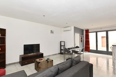 Comfortable & quiet flat, 55 Sq m ground level - Apartment