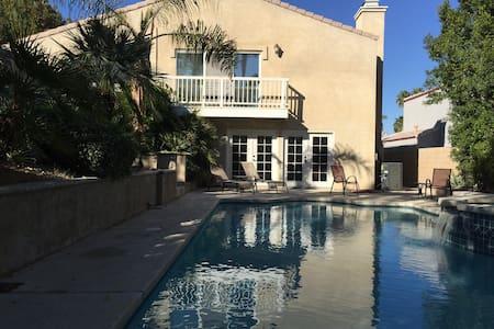 5BR 4BA POOL HOME - La Quinta - House