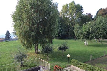 Galbiate:  bella ed accogliente stanza singola - Villa Vergano - Wohnung