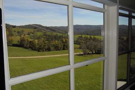 Goulds Country Guest House - Bed & Breakfast