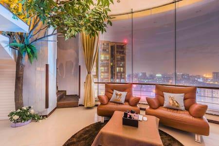 宽窄巷子LOFT复式森林风超大景观大床套房 - Chengdu - Apartamento