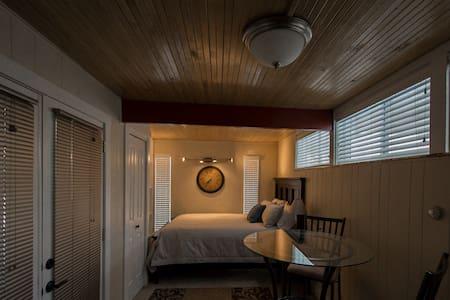 Cozy Modern Apt. -  Ski/HAFB - Ogden - Apartment