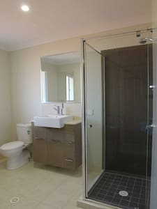 Very private room with ensuite - Wellington Point - House