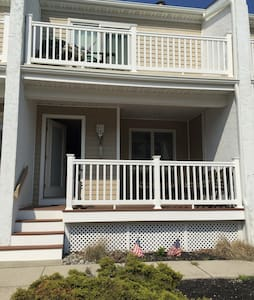 Beautiful Getaway 2.5 blocks from the Beach & Bay! - Wildwood Crest - 一軒家