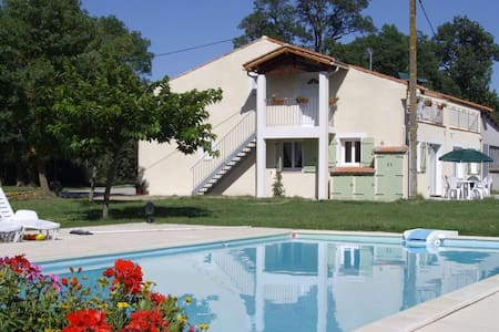 first floor apartment with heated swimming pool - Byt