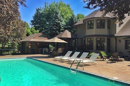 House w/ Pool & Hot Tub for RNC - Avon Lake