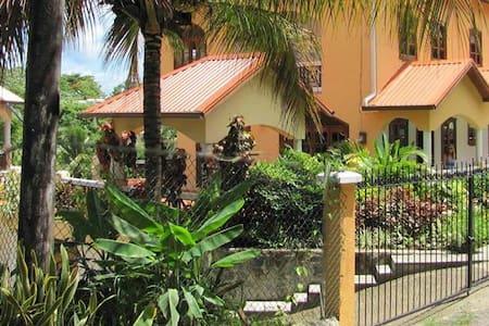 Hibiscus Apartment Marigot Bay - Apartemen