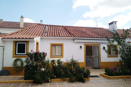 Casa da Adega- Vila da Marmeleira- O espaço ideal - Casa de campo