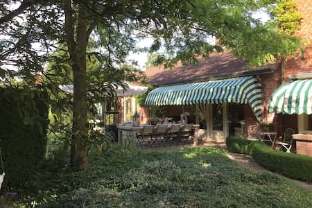 Bridal Suite (Bruidssuite) La Maison Rivière - Outro