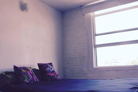 Sunny room in HUGE loft in Greenpoint - Brooklyn - Loft