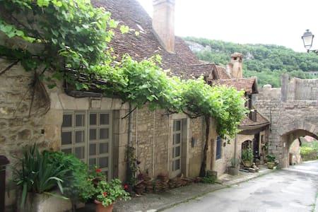 La Do Ré dans la cite médiévale de RocAmadour - Rumah
