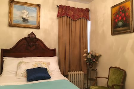 PRIVATE, CLEAN, ROOM CLOSE TO MANH - Queens - Casa