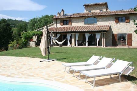Casale Le Scarsine, Giove, Umbria - Province of Terni - Villa