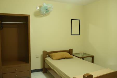 Easy Inn Magelang - Bed & Breakfast