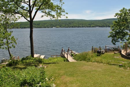 Waterfront cottage on Honeoye Lake, stunning view - Casa