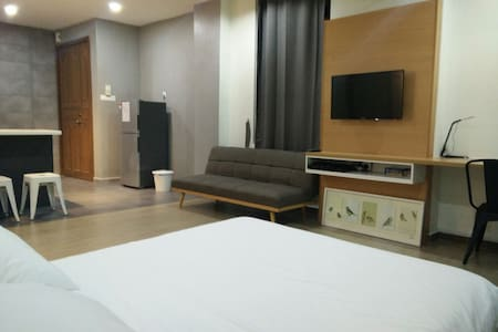 Modern Studio | 5 mins fr. Train & The Mines/MIECC - Seri Kembangan - Haus