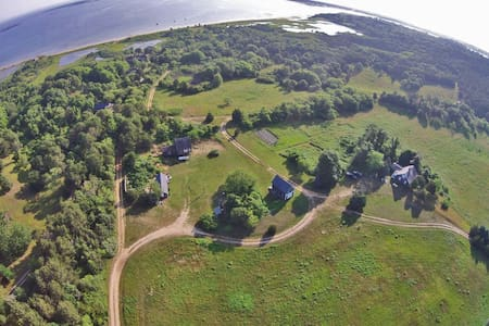 Rustic cottage with private, association beach. - Edgartown - Cabin