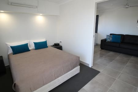 Centre of Emu Park. Self contained motel unit - Wohnung