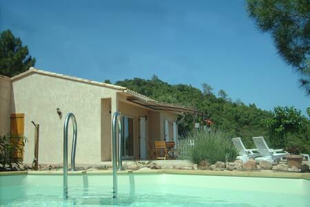 Villa avec piscine hors sol. - Lecci - House
