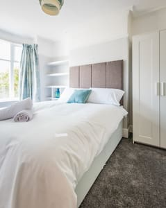 Newlyn House - Double Furnished Bedroom - Christleton - House