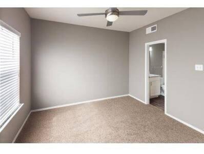 Private Room in Dallas! - Dallas