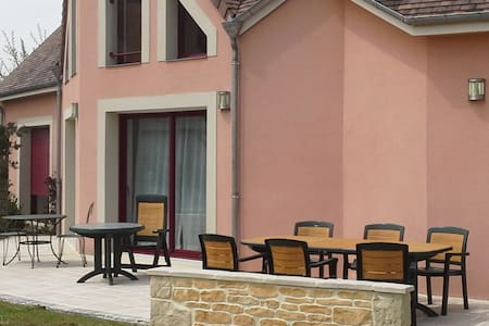chambre 24h du Mans - Bed & Breakfast