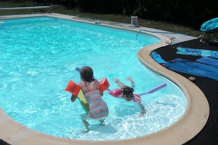 Accès  direct jardin et piscine - Sainte-Soulle - Bed & Breakfast
