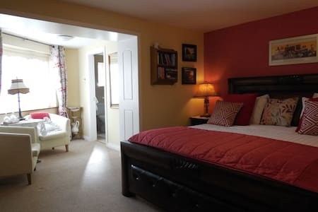 Luxurious rooms  by the waters edge - Crystal Springs - Bed & Breakfast