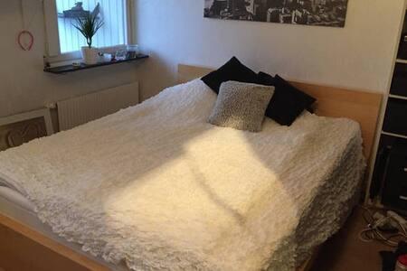 Eget rum, 15 min med pendel till Göteborg - Stadswoning