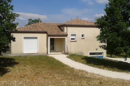 Maison 100m2 avec terrasse et grand terrain - Maison
